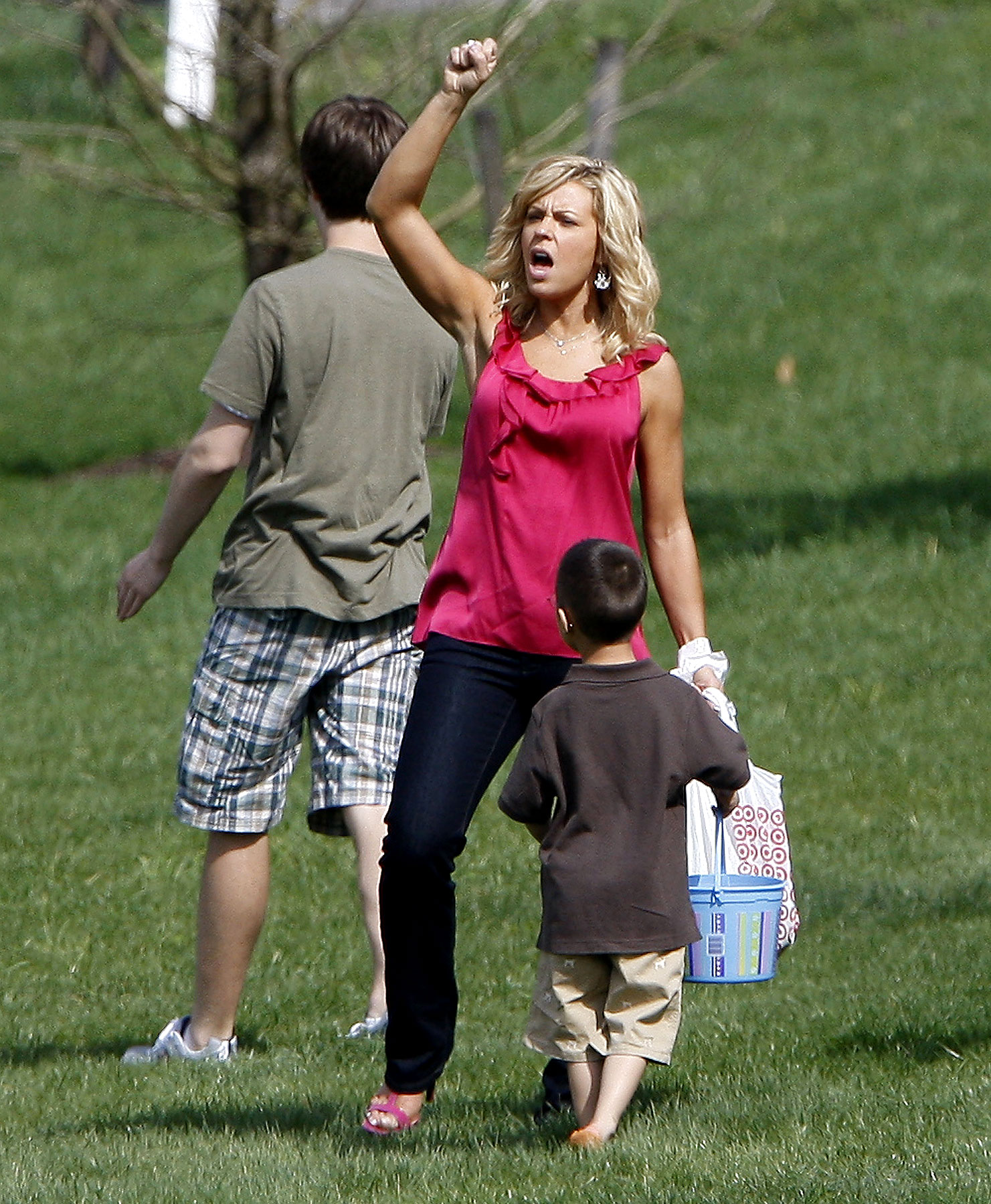 The Great Kate Gosselin Easter Egg Hunt (PHOTOS)