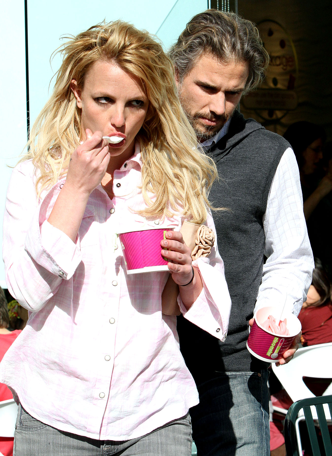 Britney Spears Goes On A FroYo Date (PHOTOS)