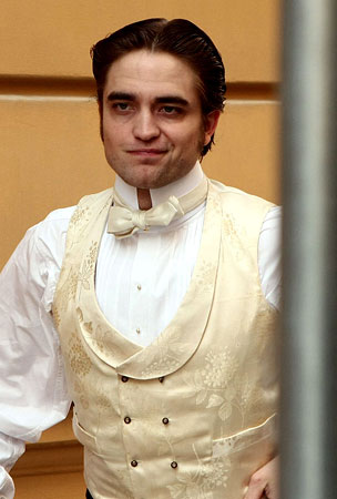 Robert Pattinson Looks Elegantly Fatigued on 'Bel Ami' Set (PHOTOS)