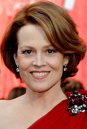 Sigourney Weaver Says James Cameron Lost Oscar Because He Doesn't Have Breasts