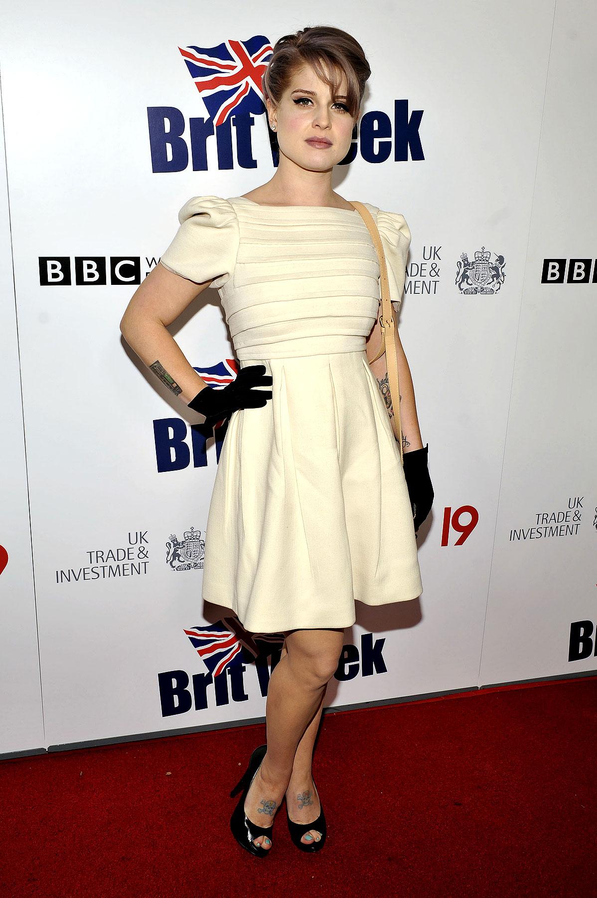 Fashion FTW: Kelly Osbourne Looks Prim & Proper On The Red Carpet (PHOTOS)