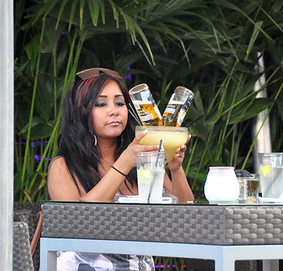 "Snooki Invents ""Beer-garita"" Poolside in Miami (PHOTOS)"