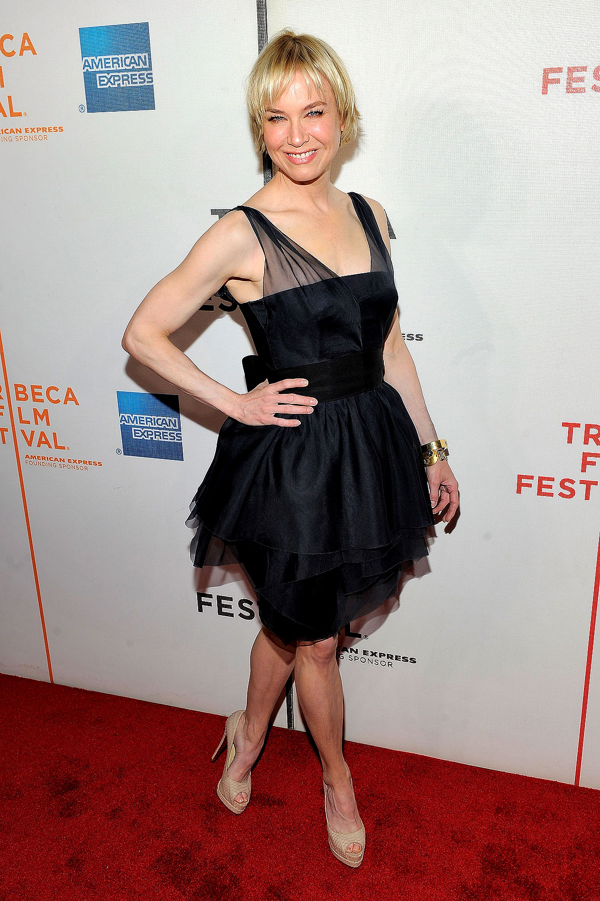 Fashion FTW: Renee Zellweger Makes Gothic Ballerina Look Cool (PHOTOS)