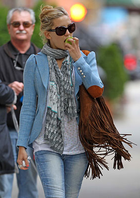 Fashion FTW: Kate Hudson's Apple Makes A Nice Accessory (PHOTOS)