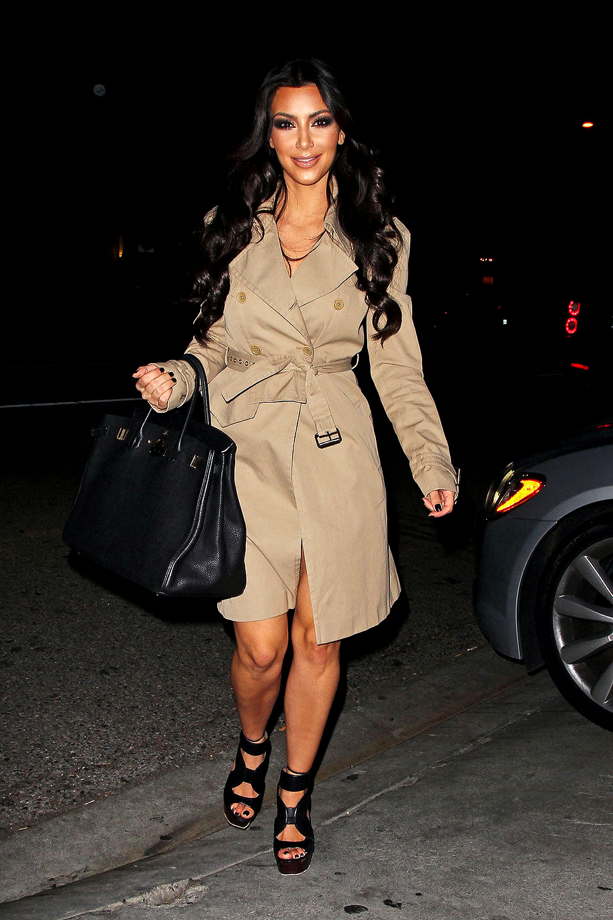Kim Kardashian Is in the Trenches at STK (PHOTOS)