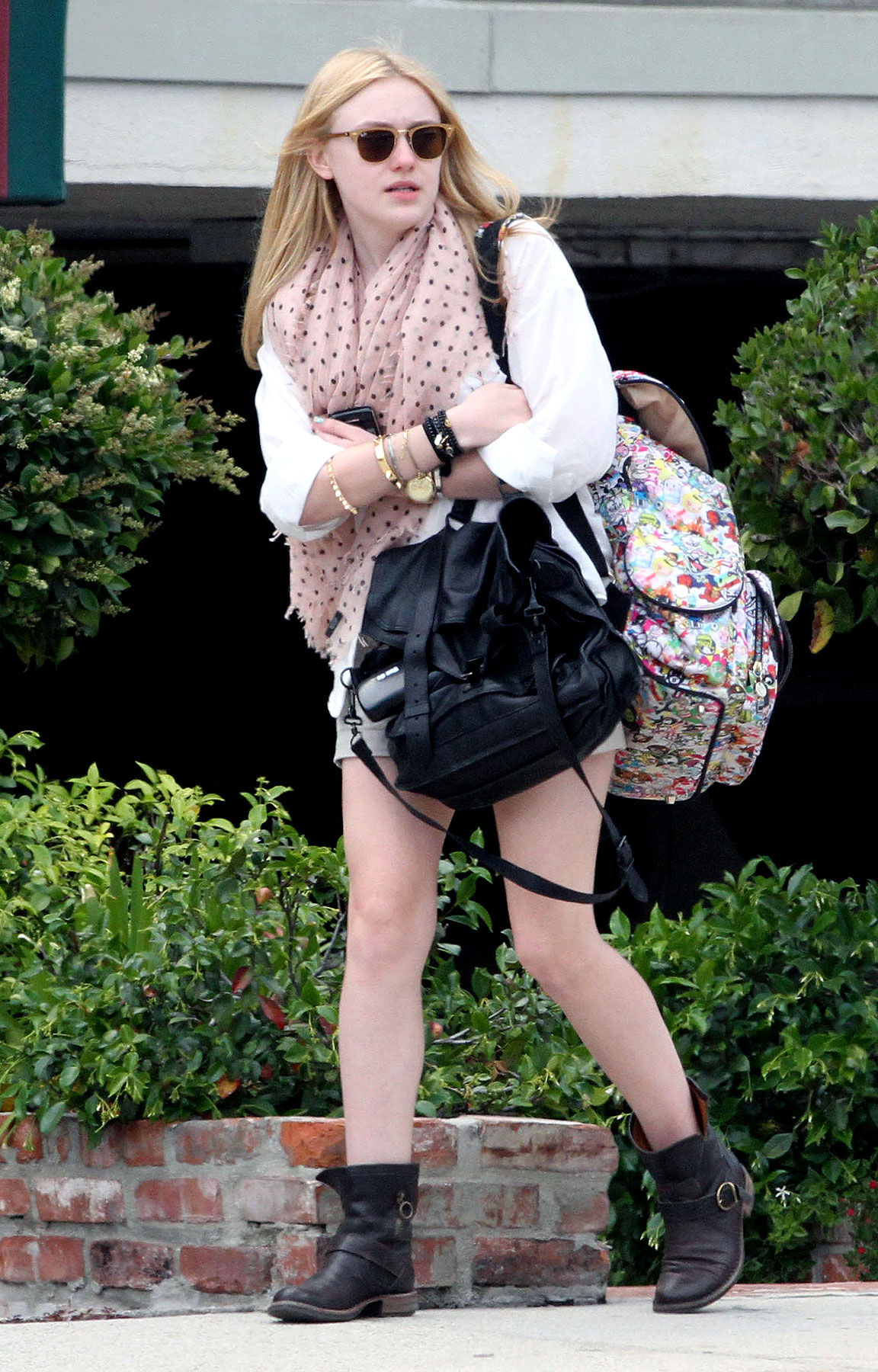 Not Even Dakota Fanning Can Catch A Ride After School (PHOTOS)