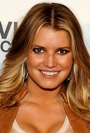 "Jessica Simpson Says Her Teeth Are Too ""Slippery"" to Brush"