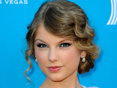 Taylor Swift Doesn't Want To Be Afraid Of Being Alone