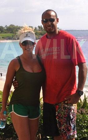 Kendra Wilkinson and Hank Baskett's Hawaii Getaway (PHOTOS)