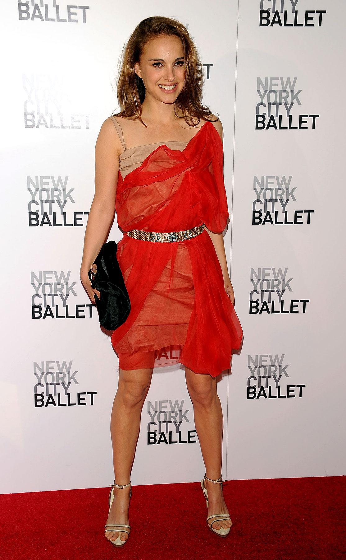 Fashion FTW: Natalie Portman Wears Red Cobweb Well (PHOTOS)