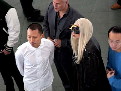 BUZZINGS: Living Work Of Art Lady Gaga Visits The MOMA