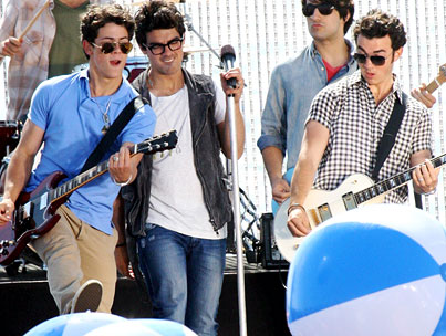 """The Jonas Brothers Want to Tickle Your Ears With """"L.A. Baby"""""""