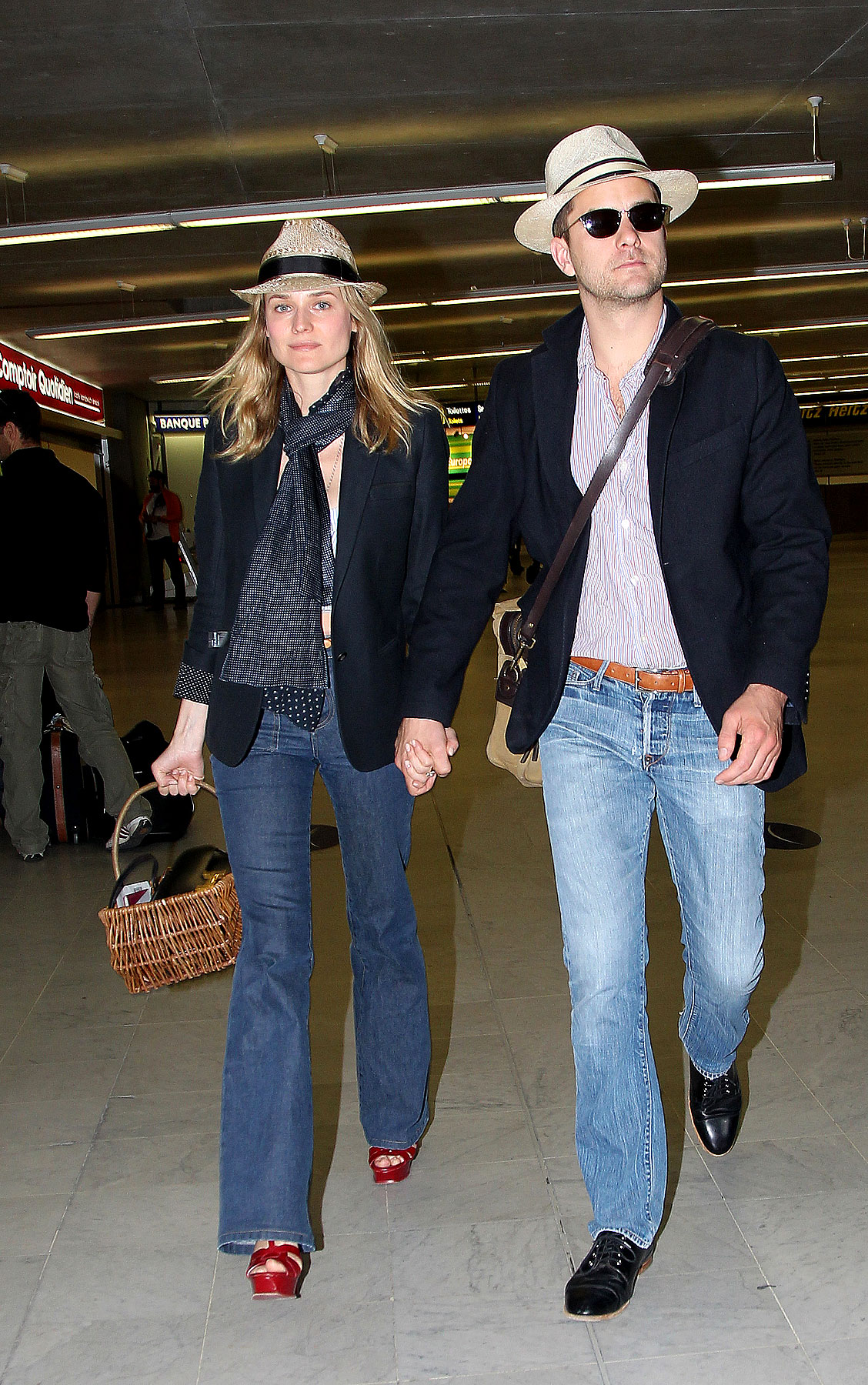 Diane Kruger & Joshua Jackson Are Airport Twinsies (PHOTOS)