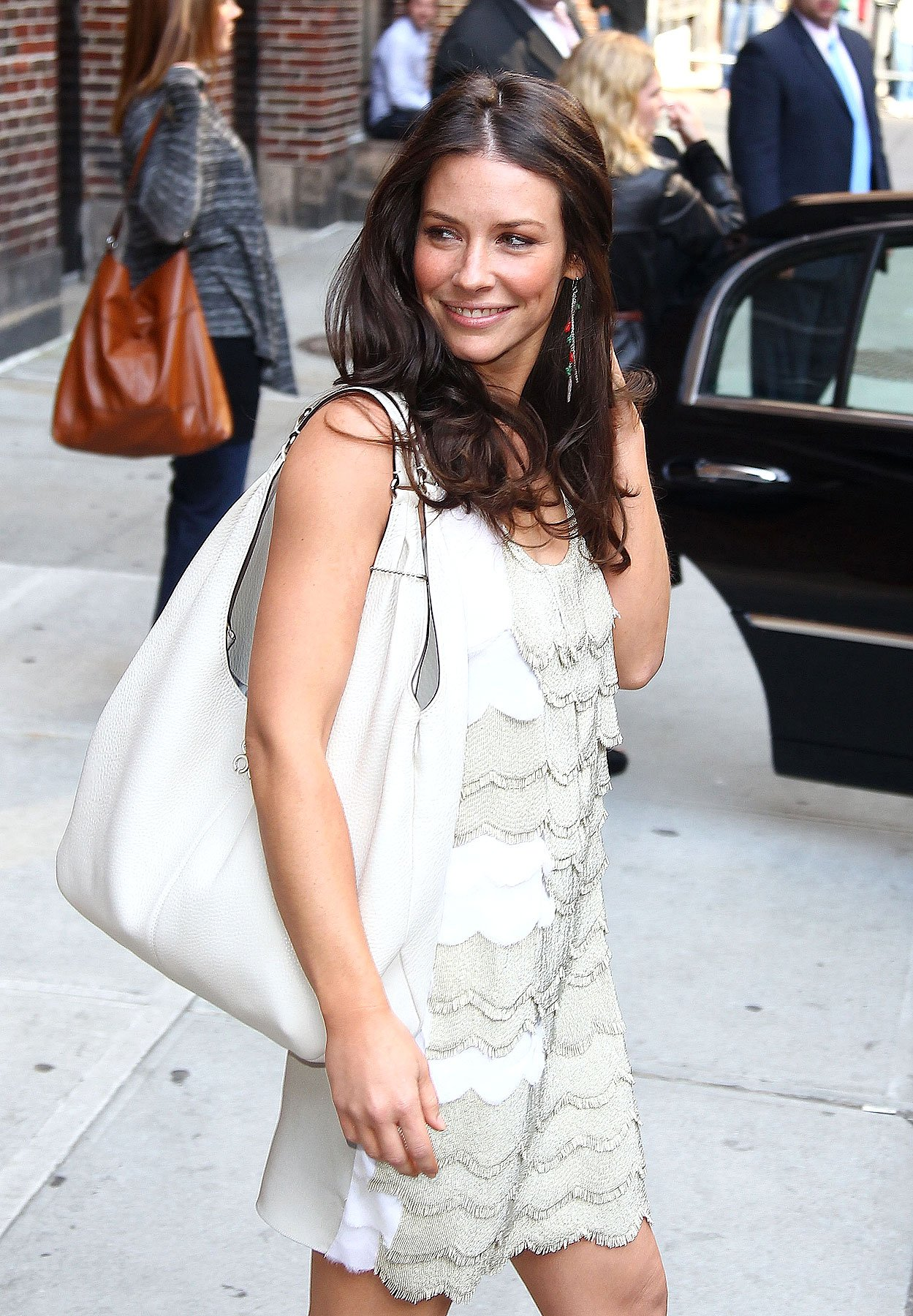 Fashion FTW: Evangeline Lilly Looks So Delicate (PHOTOS)