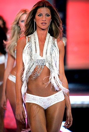 BUZZINGS: Gisele Bundchen Makes $25 Million A Year For Being Hot