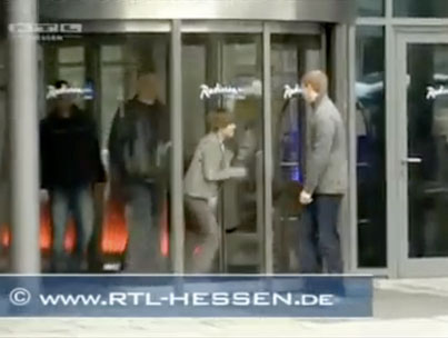 Justin Bieber vs. A Glass Door: Who Will Win? (VIDEO)