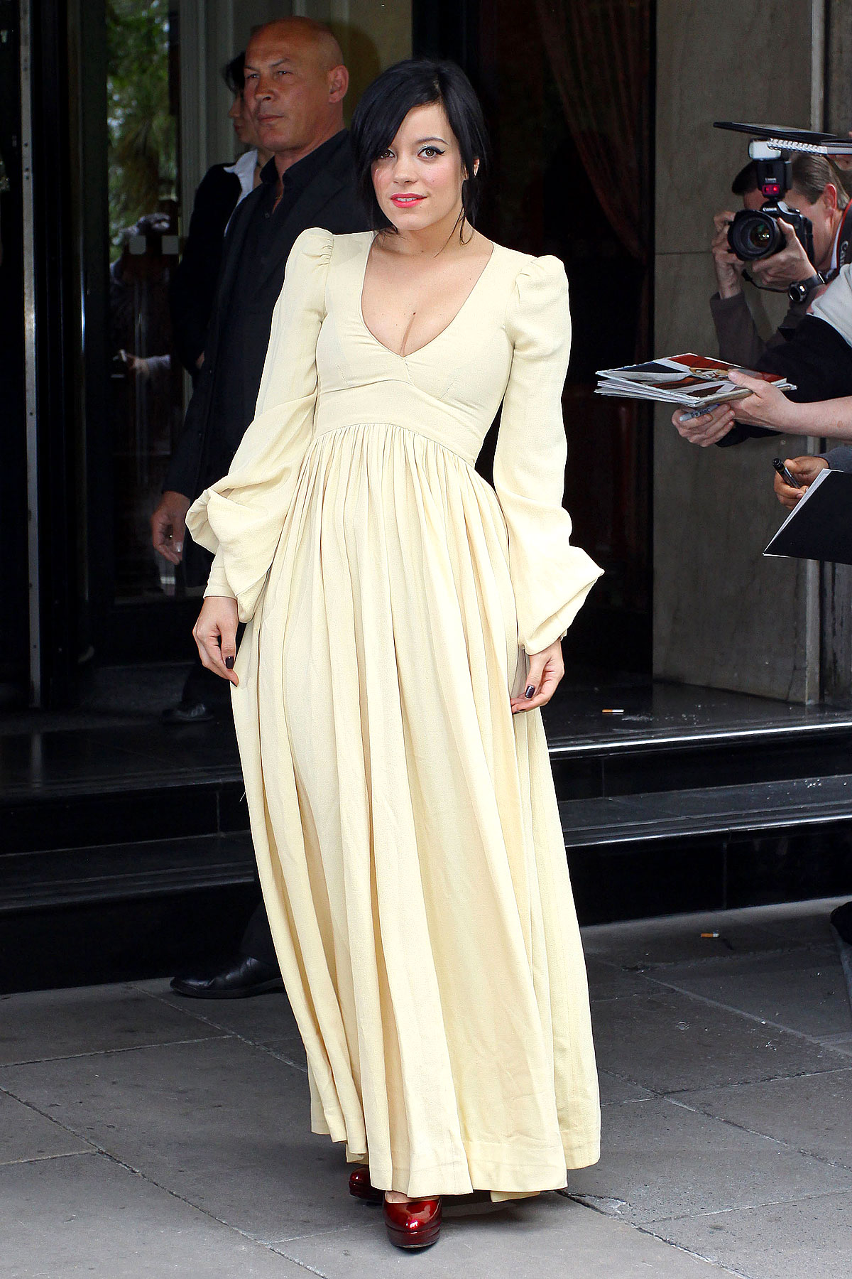 Fashion FTW: Lily Allen Blasts Back To The Regency Time Period (PHOTOS)