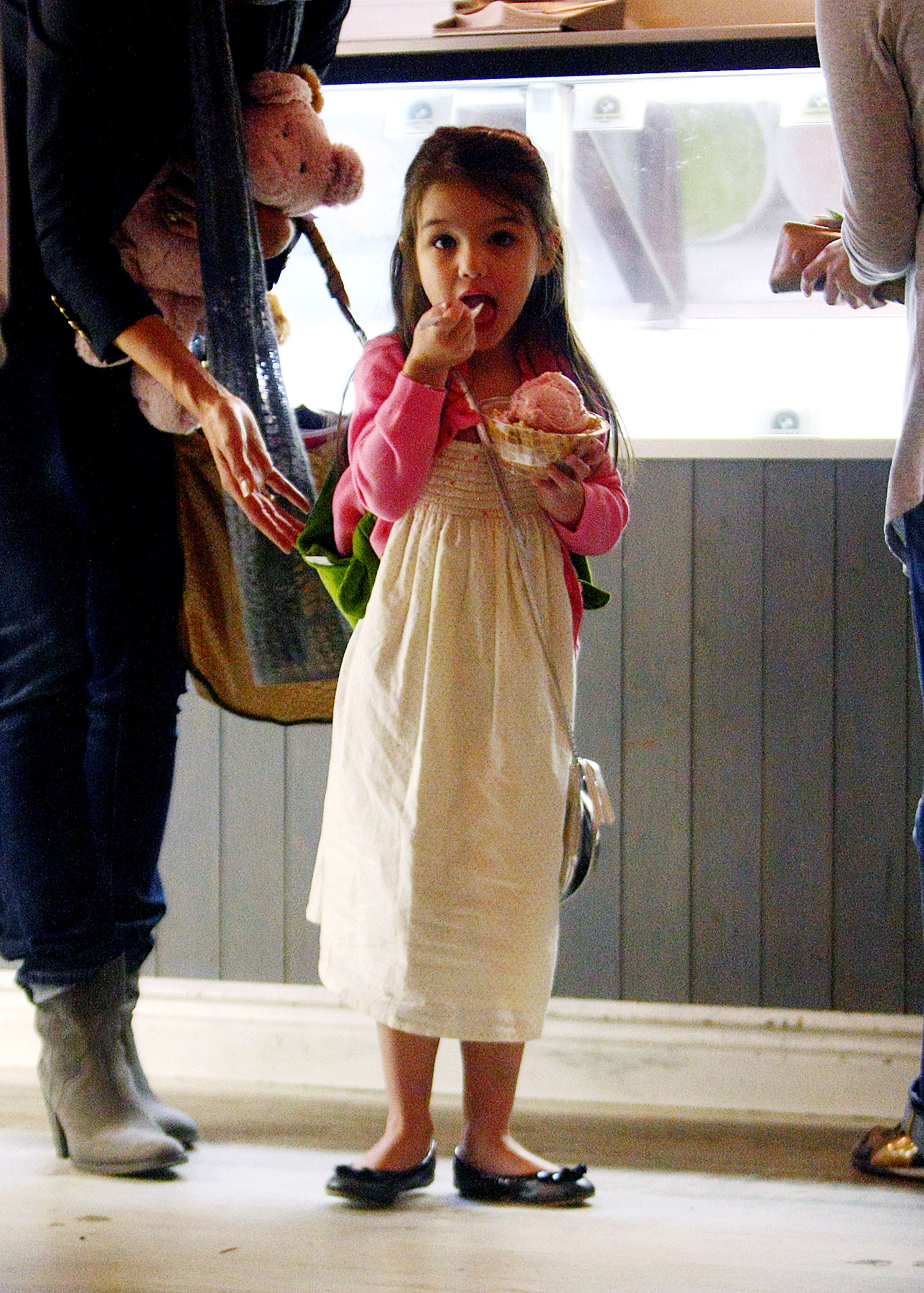 Suri Cruise Takes Her Parents Out for Ice Cream (PHOTOS)