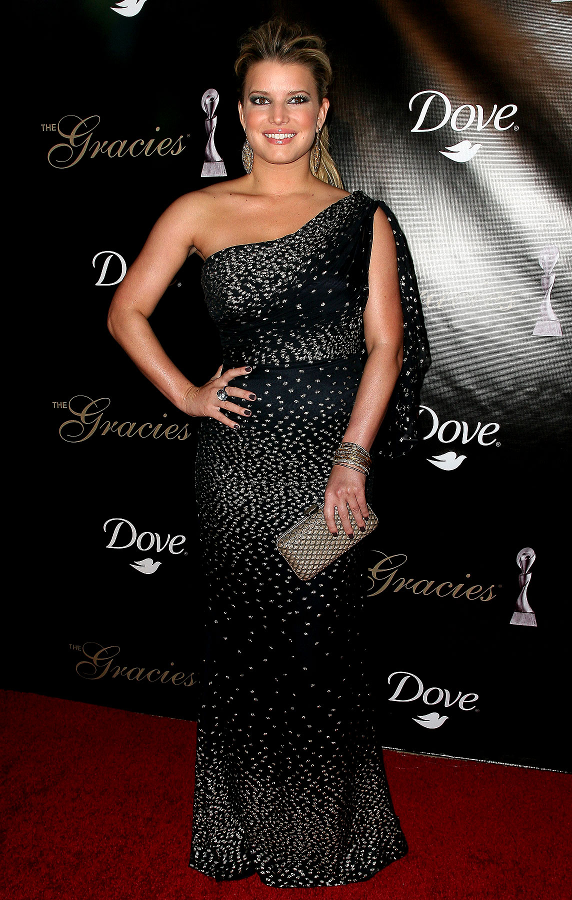 Jessica Simpson Looks Questionable At The Gracies Awards (PHOTOS)