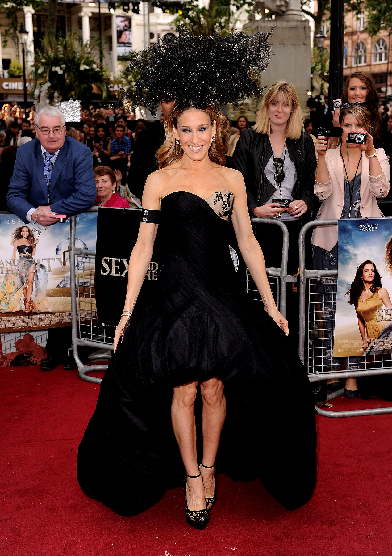 Fashion FAILs & FTWs Of The 'Sex and the City 2′ London Premiere (PHOTOS)
