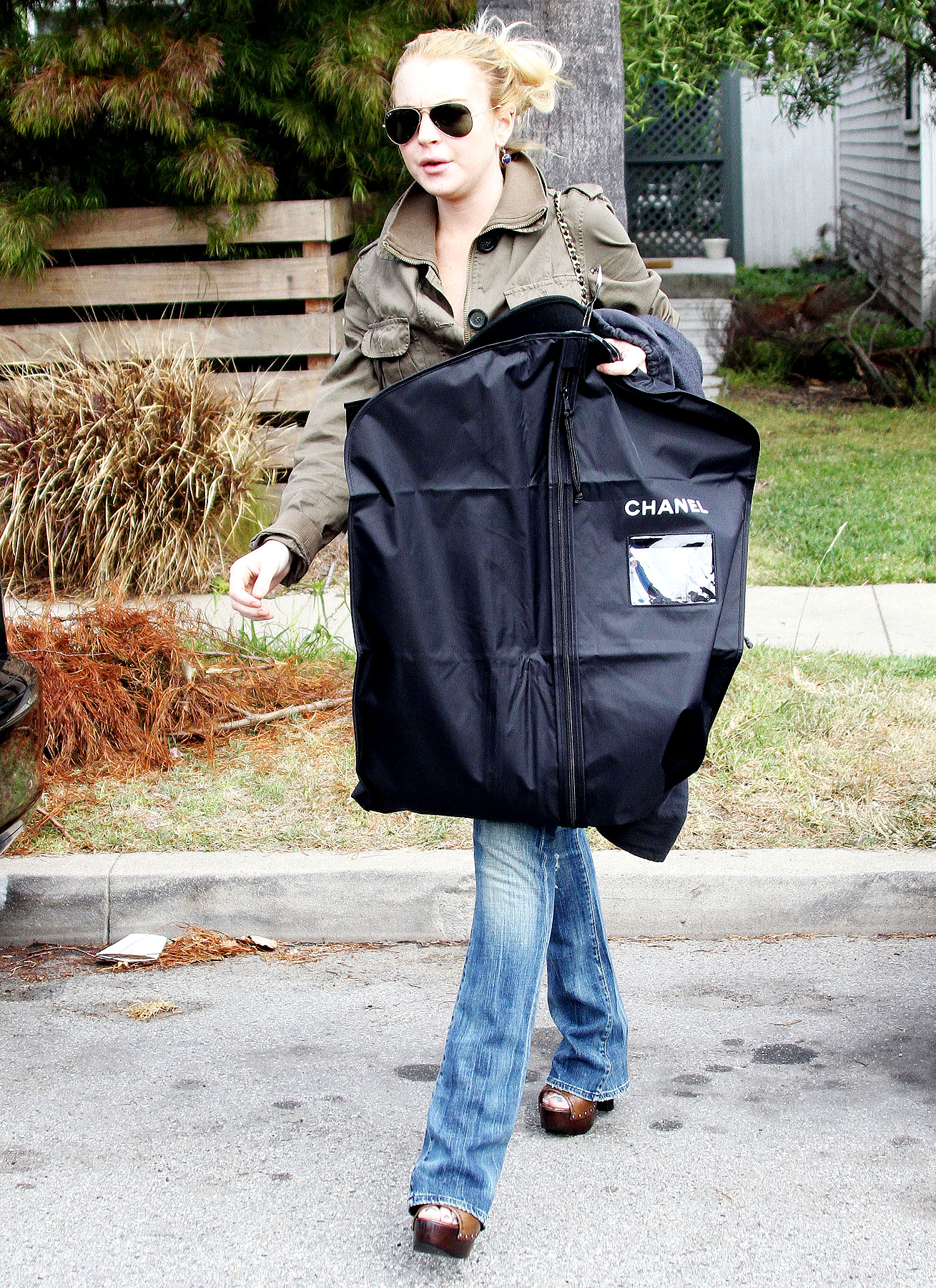 Lindsay Lohan Is a Chanel Bag Lady (PHOTOS)