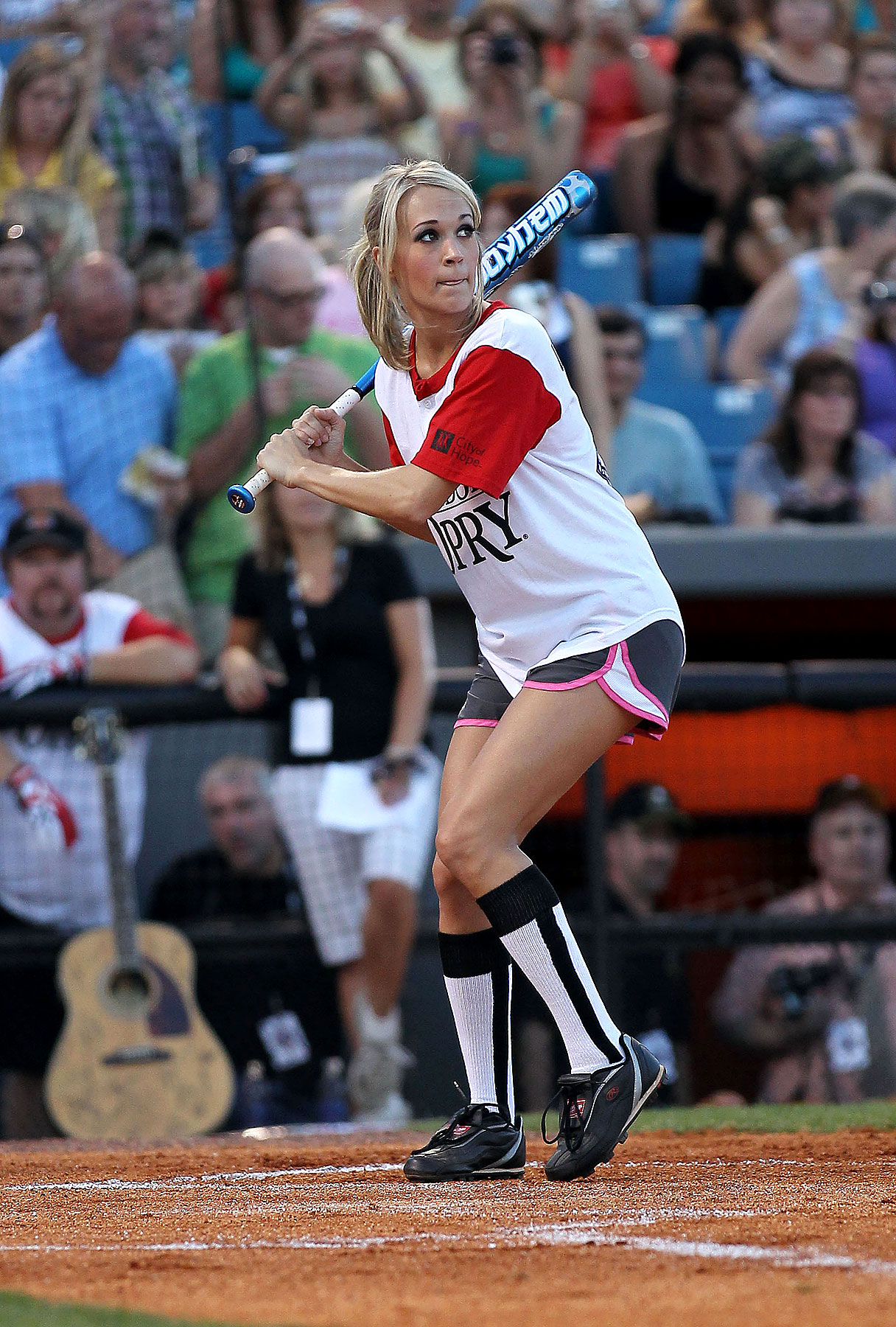 Carrie Underwood Steps Up To the Plate For Charity (PHOTOS)