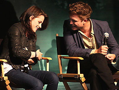 Robert Pattinson & Kristen Stewart Share A Hotel Room