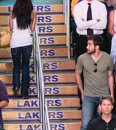 BUZZINGS: Jake Gyllenhaal Enjoys the Lakers Game
