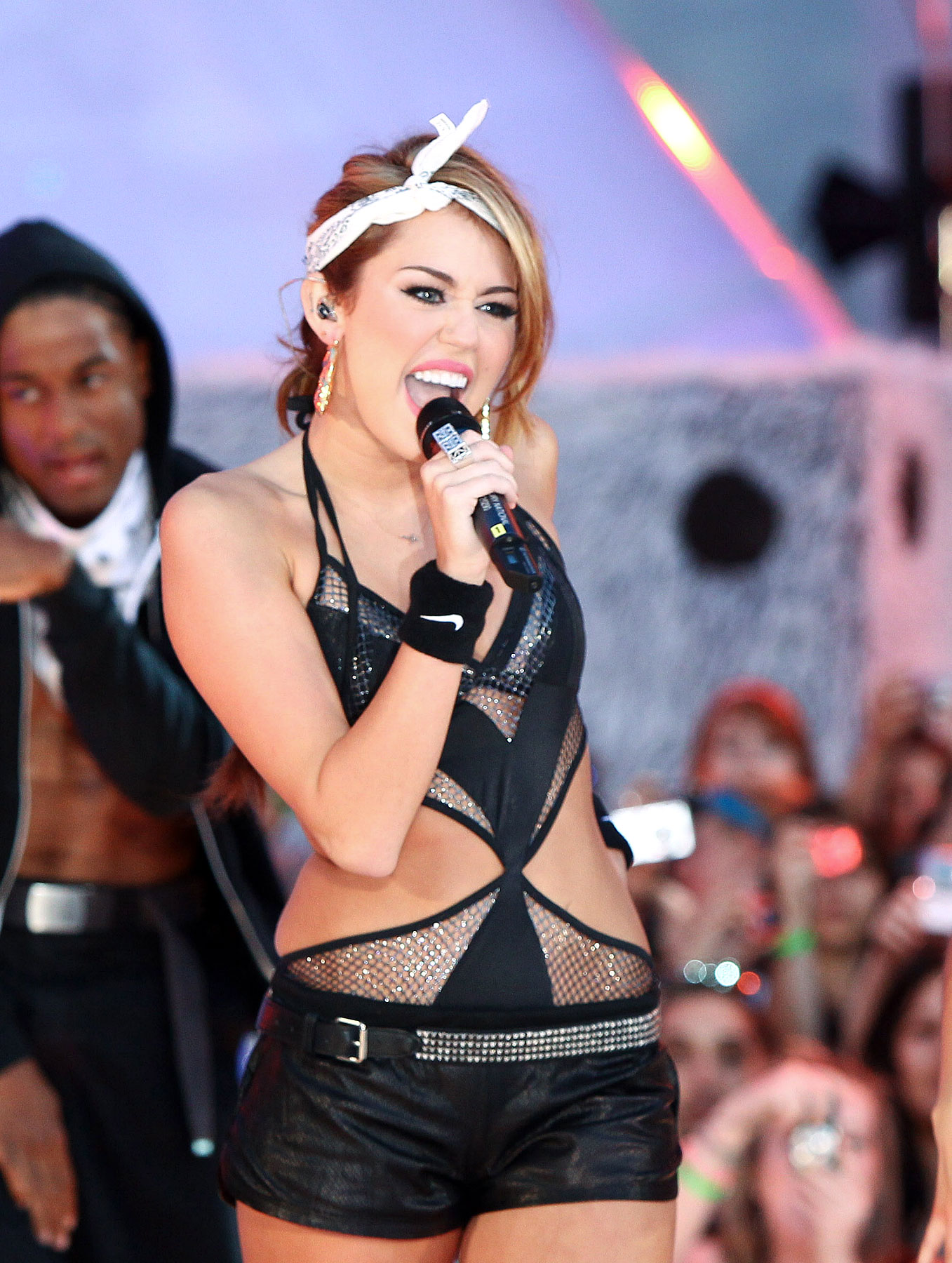 Was Miley Cyrus Too Sexy At The MuchMusic Awards? (PHOTOS)