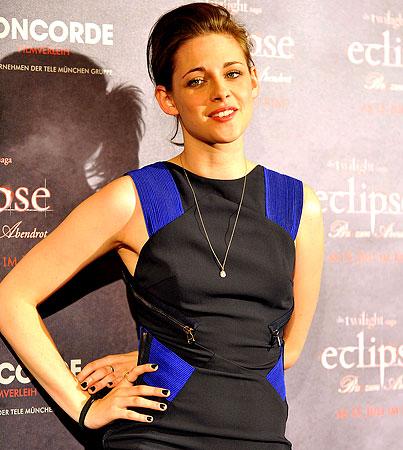 Kristen Stewart Cries Over Robert Pattinson, Sorta