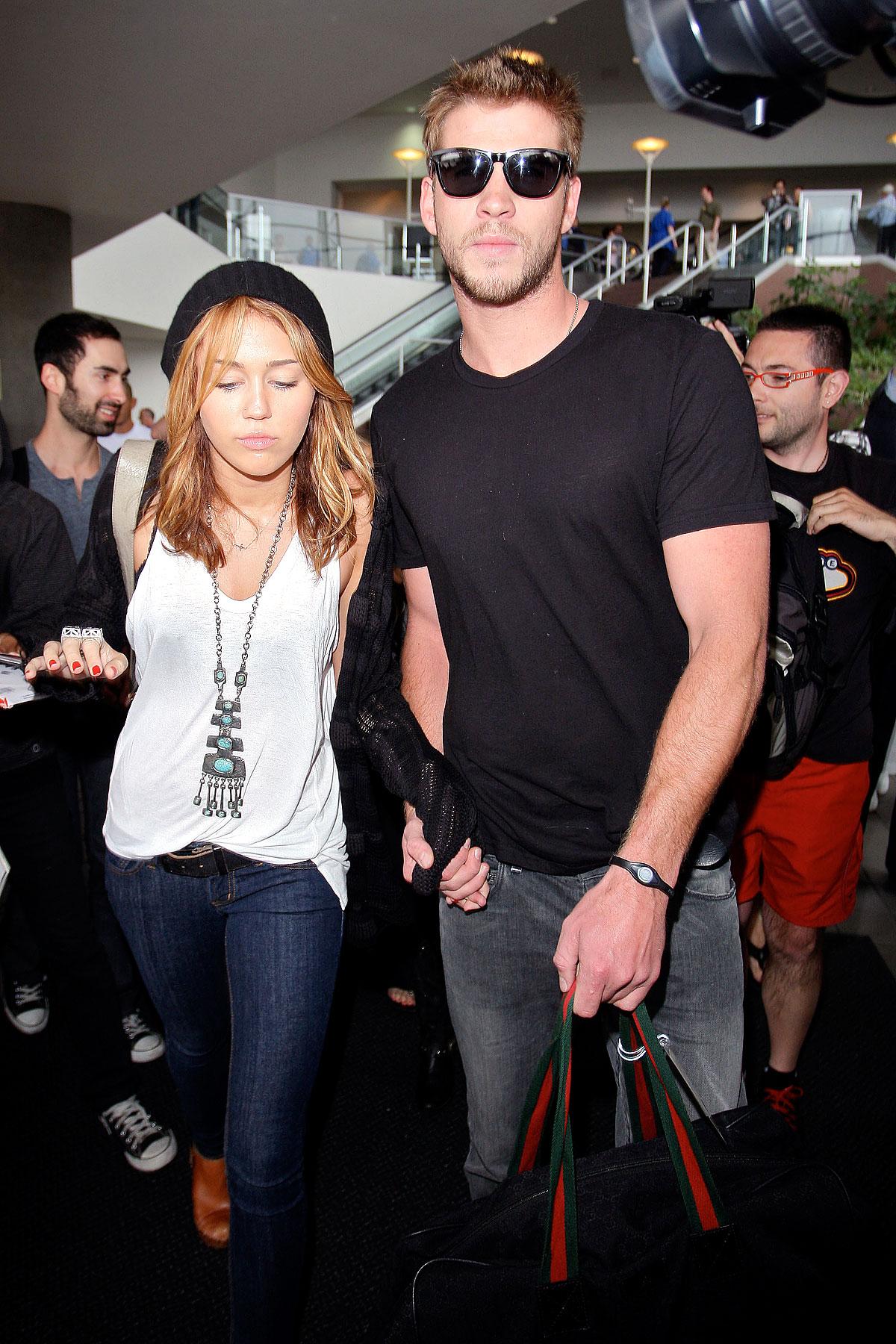 Miley Cyrus & Liam Hemsworth Leave Canada (PHOTOS)