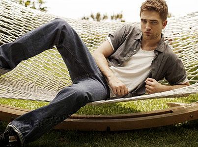 Robert Pattinson Invites You to Lounge With Him (PHOTOS)