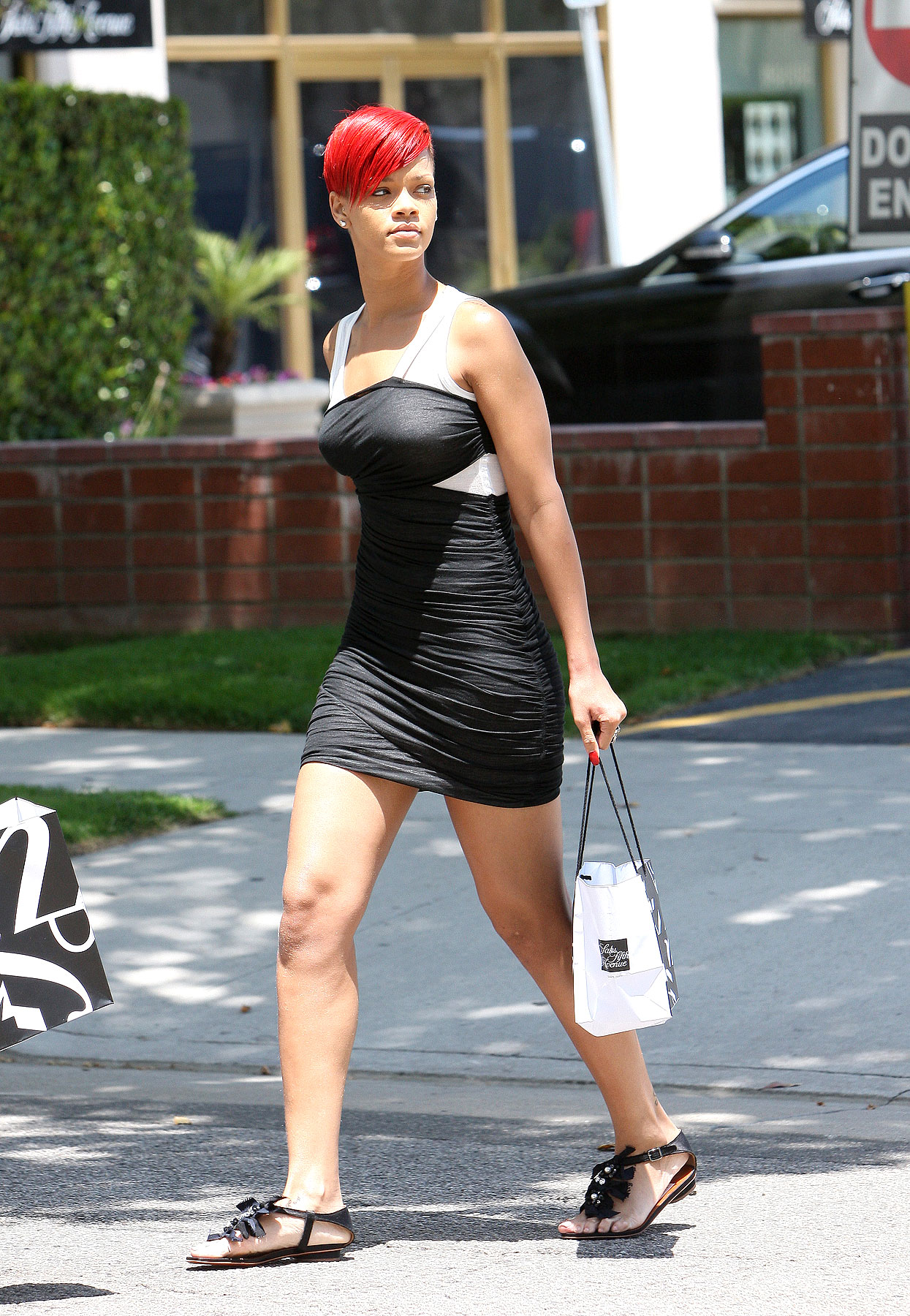 Rihanna's Dress Is All Cattywompus (PHOTOS)