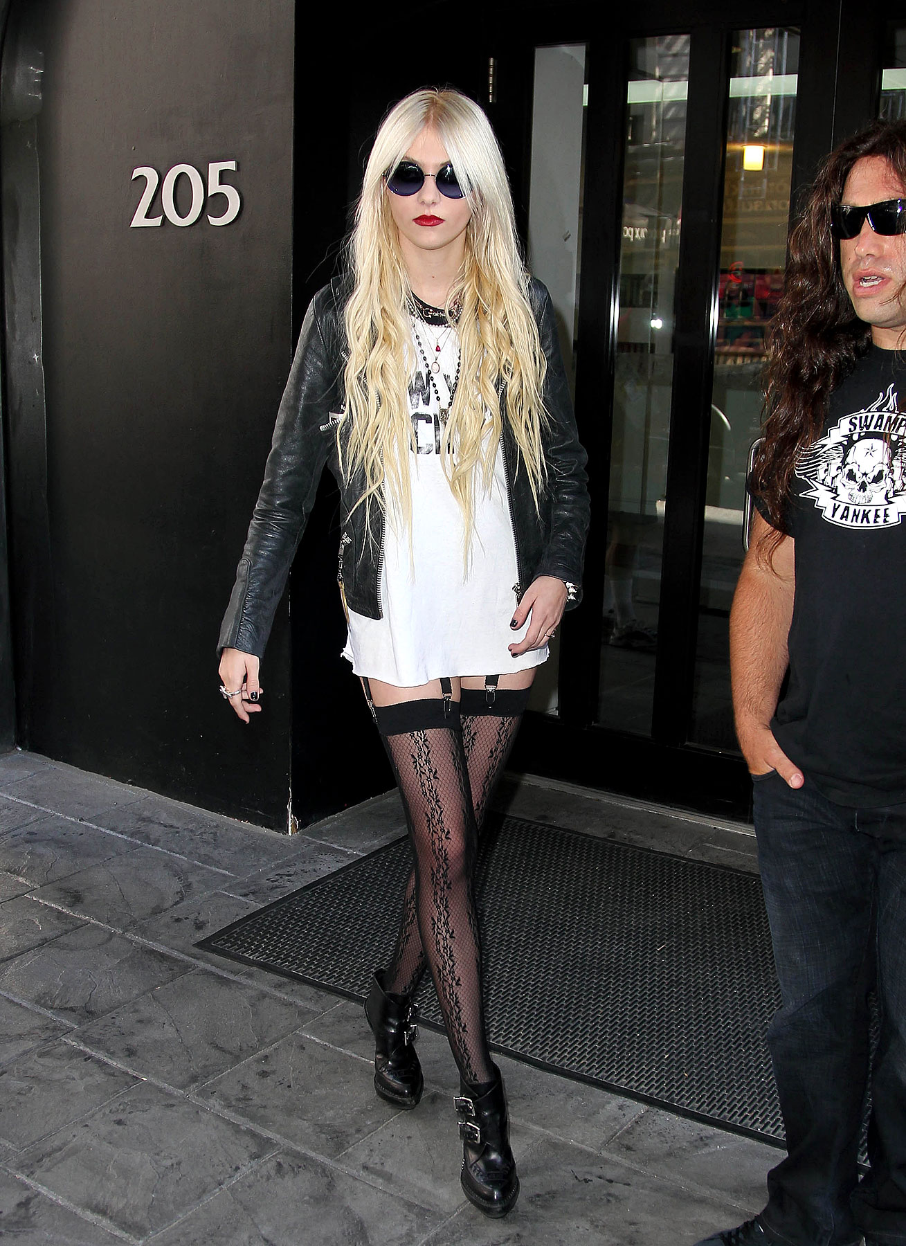 Taylor Momsen Gets Leggy in New York (PHOTOS)