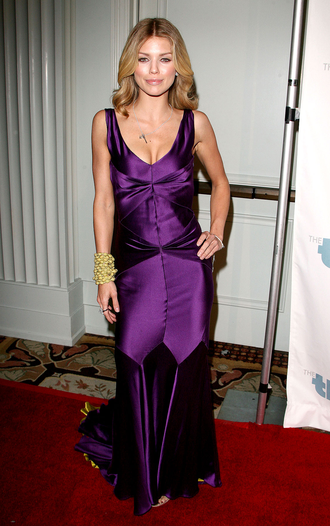 AnnaLynne McCord Gets Royal On The Red Carpet (PHOTOS)