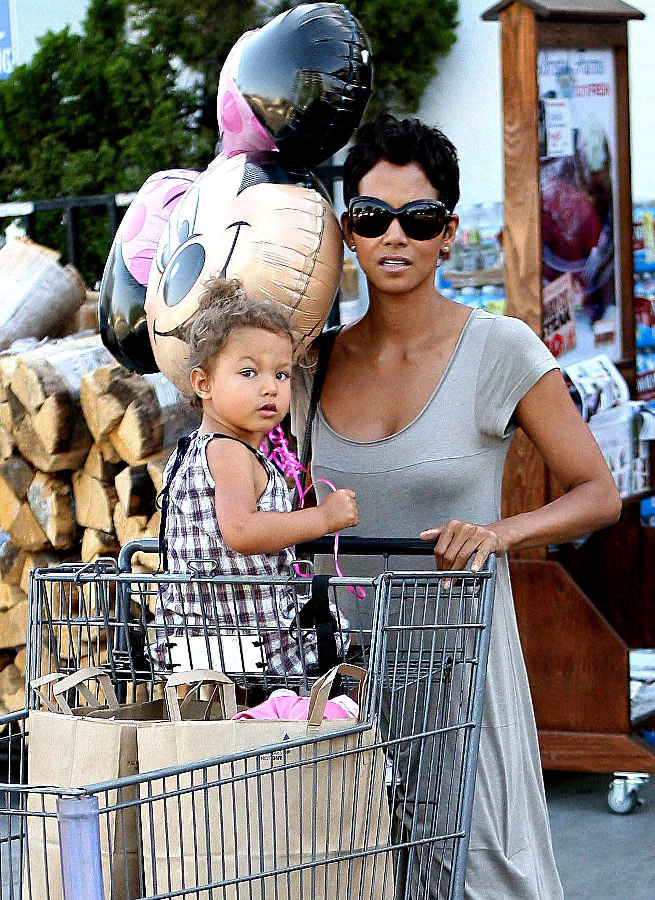 Halle Berry's Daughter Isn't Very Pap-Friendly (PHOTOS)