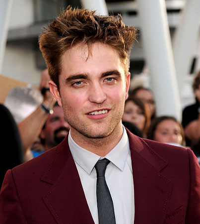 BUZZINGS: Robert Pattinson's Nude Body Makes Him Sick