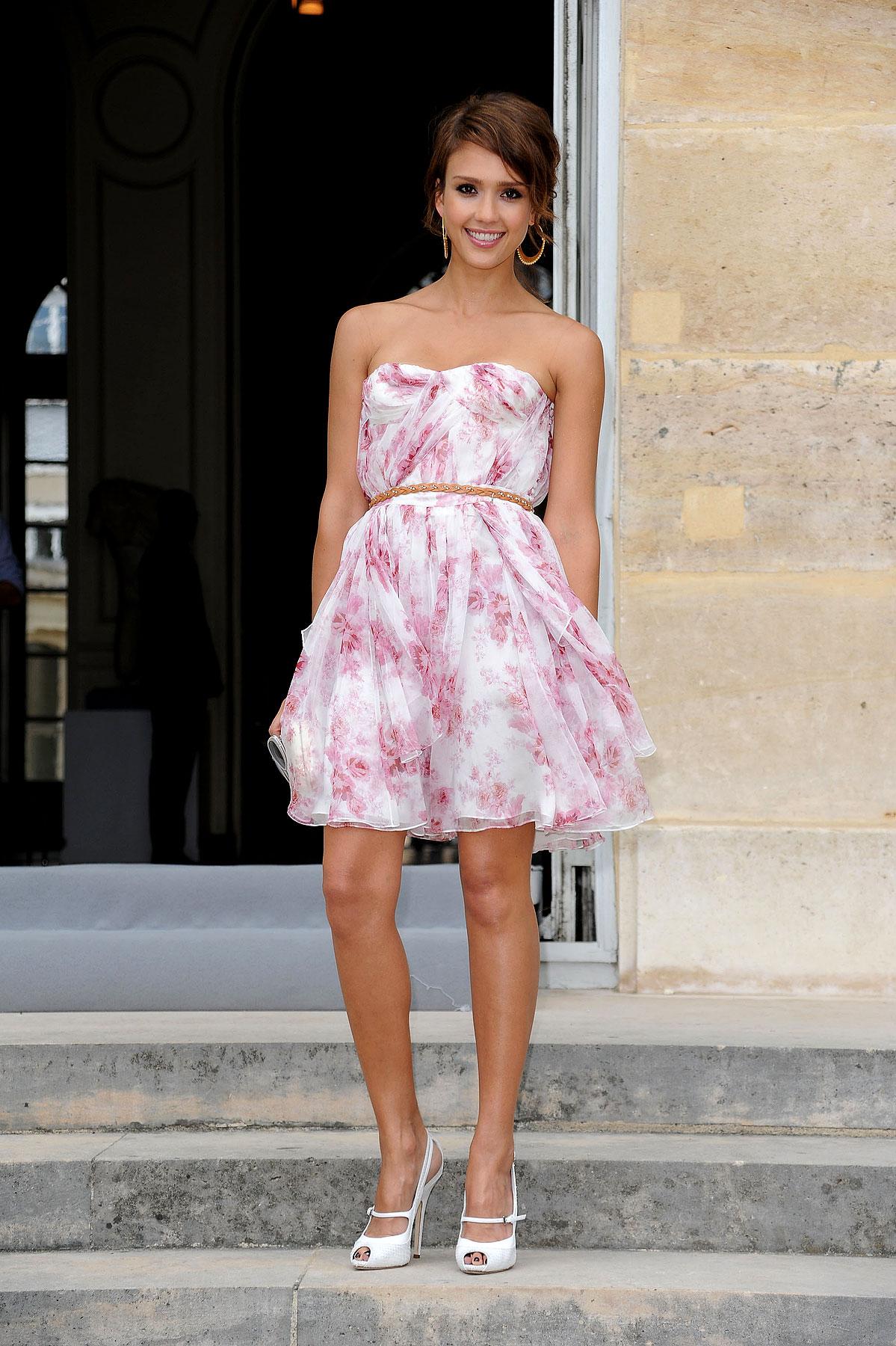 Jessica Alba Is Tres Chic at Paris Fashion Week (PHOTOS)
