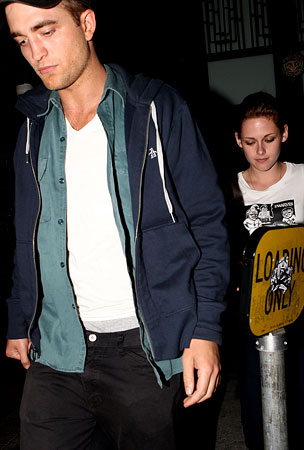 Robert Pattinson & Kristen Stewart Spotted On A Date (PHOTOS)