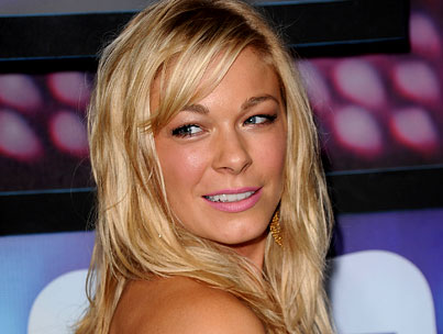 LeAnn Rimes Quits Twitter Over PDA Photos