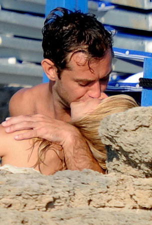 Sienna Miller and Jude Law's Romantic Vacation In Italy (PHOTOS)