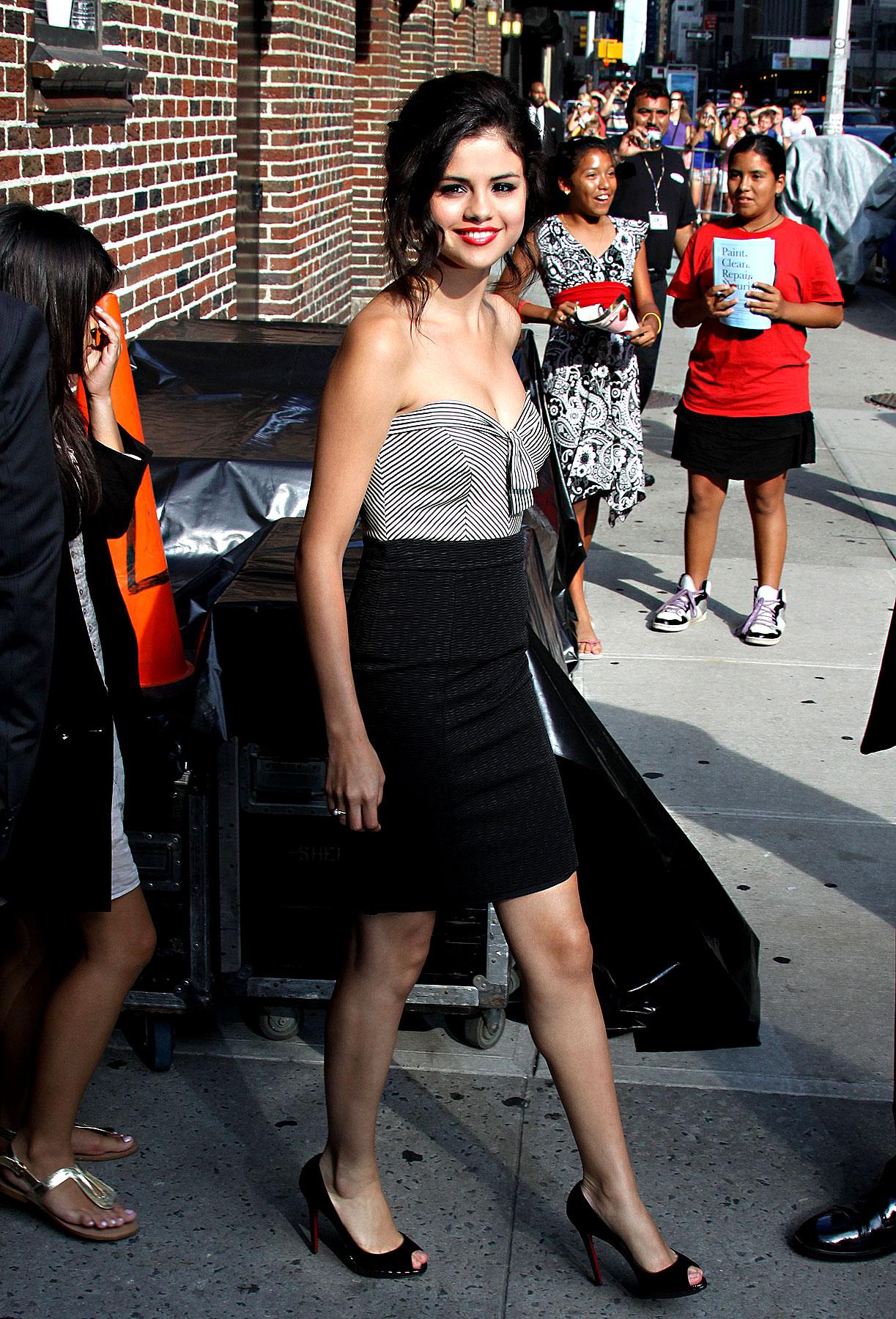 Selena Gomez's New Mature Style: Yay or Nay? (PHOTOS)