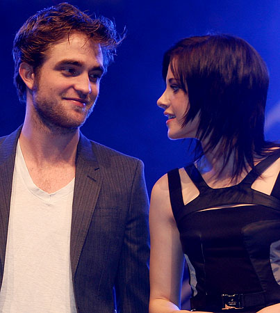 Robert Pattinson: I'm 'Uncomfortable' With Kristen Stewart's Opinions
