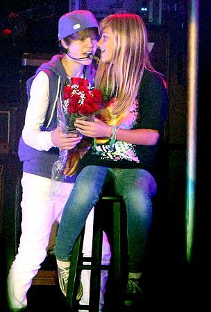 Justin Bieber Serenades a Lucky Fan (PHOTOS)