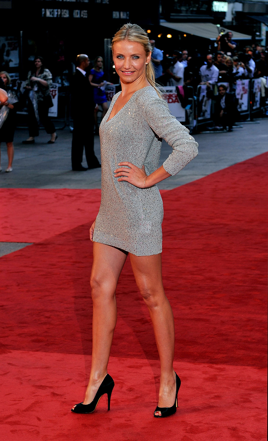 Cameron Diaz Sparkles at 'Knight and Day' Premiere (PHOTOS)