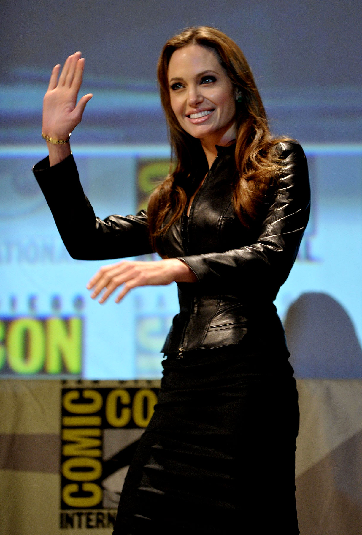 Angelina Jolie Is Back in Black at Comic-Con (PHOTOS)
