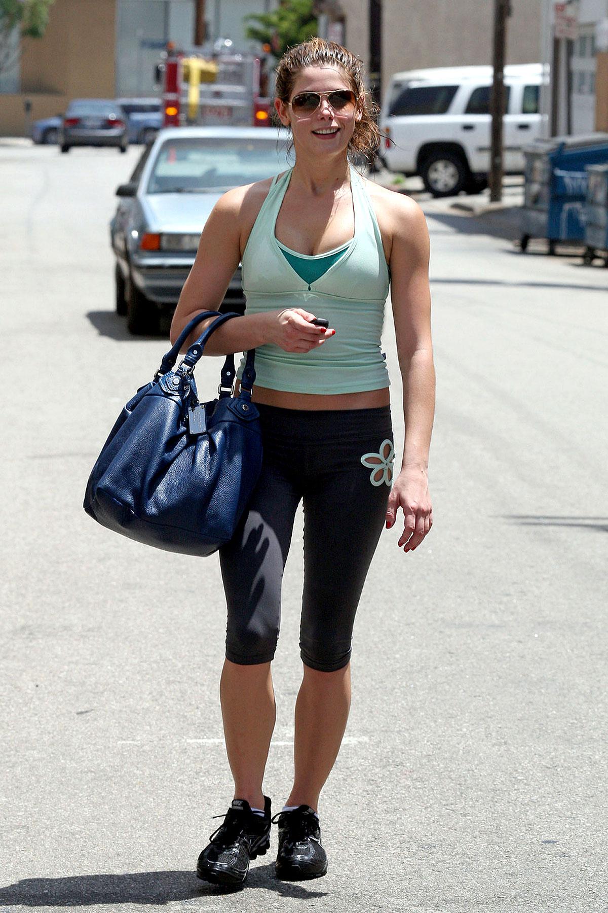 Ashley Greene Is a Gym Dandy (PHOTOS)