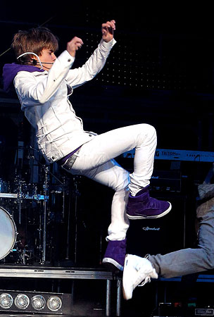 Justin Bieber Gets His Kicks in Las Vegas (PHOTOS)