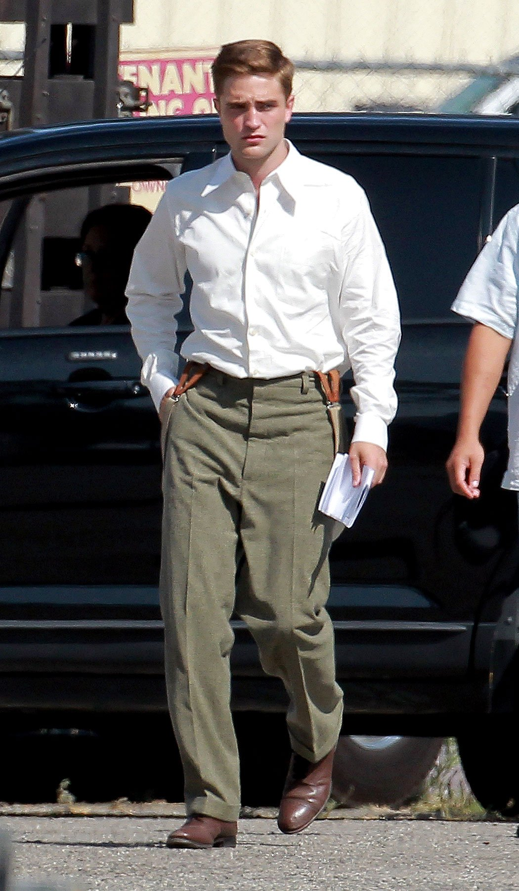 Robert Pattinson Gets Broody on 'Water for Elephants' Set [PHOTOS]