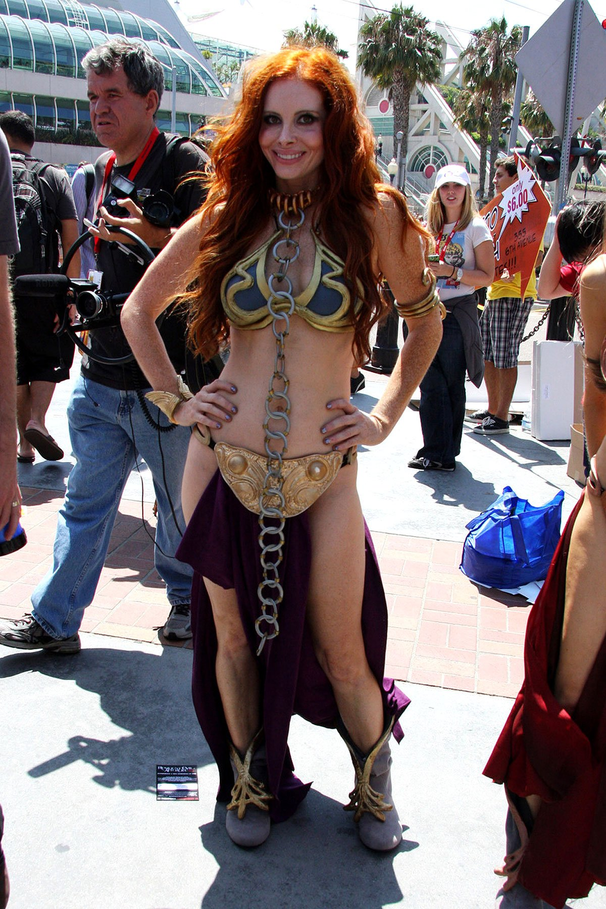 Phoebe Price Channels Princess Leia (PHOTOS)